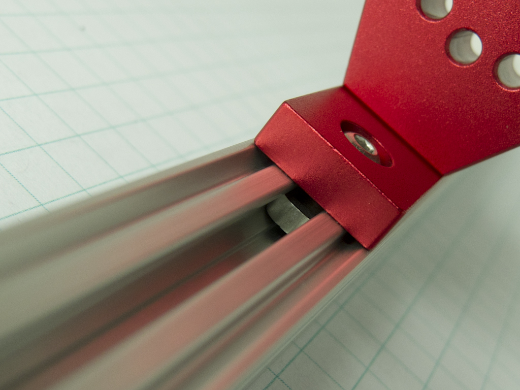 PCBGrip Hinge Plate Attached to OpenBeam Detail